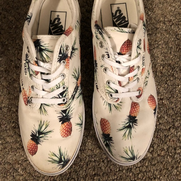 8a99f78e29 Gently used VANS pineapple sneakers sz 8. M 5aaf11ceb7f72b1c94550055